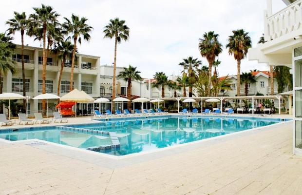 фото отеля LA Hotel & Resort изображение №5